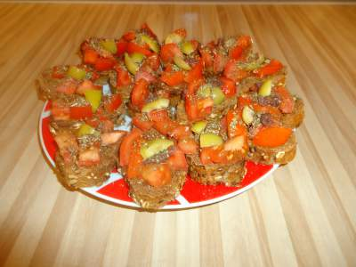 Домашни многозърнести брускети с домати и маслини