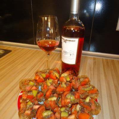 Домашни брускети с домати и маслини