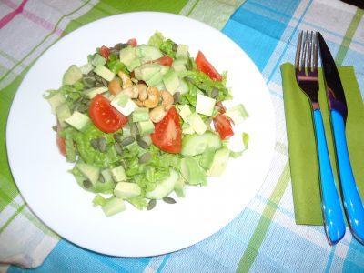 Zelena-salata-tikveno-seme-kashu-avokado